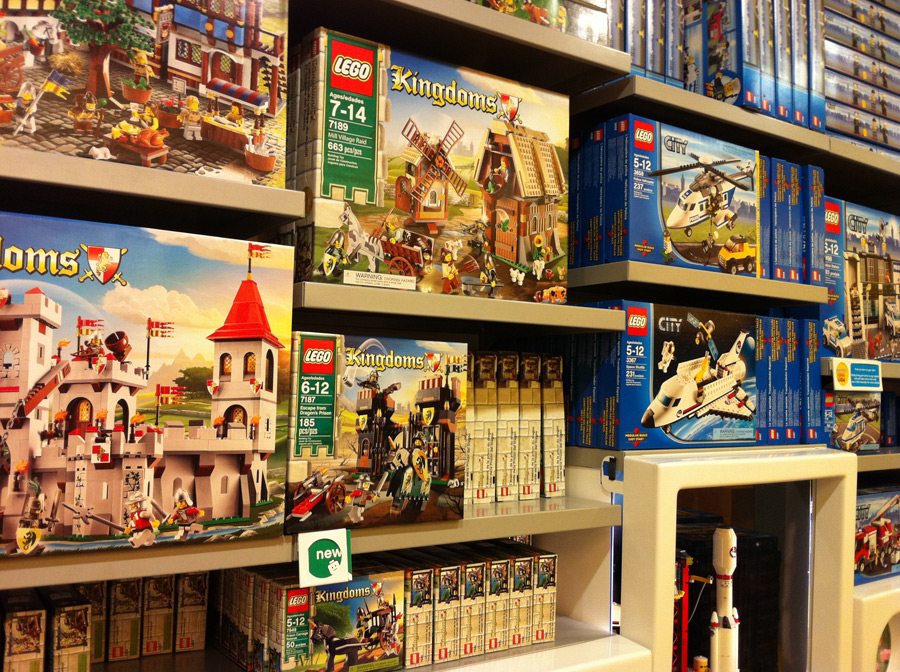 LEGO Kingdoms Mill Village Raid
