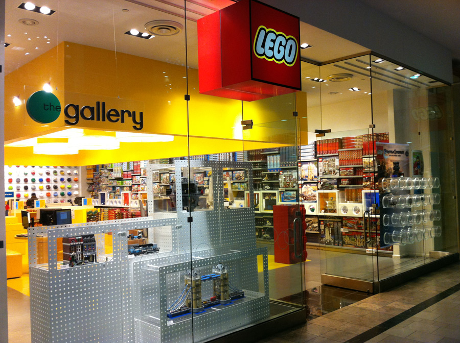 A Trip to the LEGO Store for Summer 2011 Sets – Brick Update