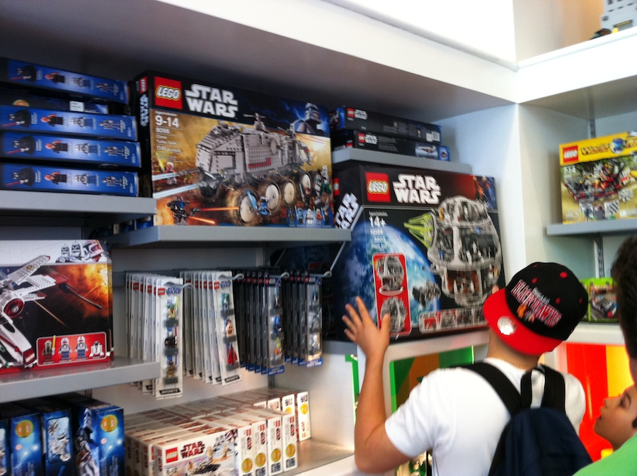 LEGO Store New York City – Spring 2011 – Brick Update