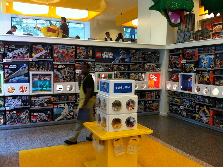 A Trip To The LEGO Store – Rockefeller Center, New York – Brick Update