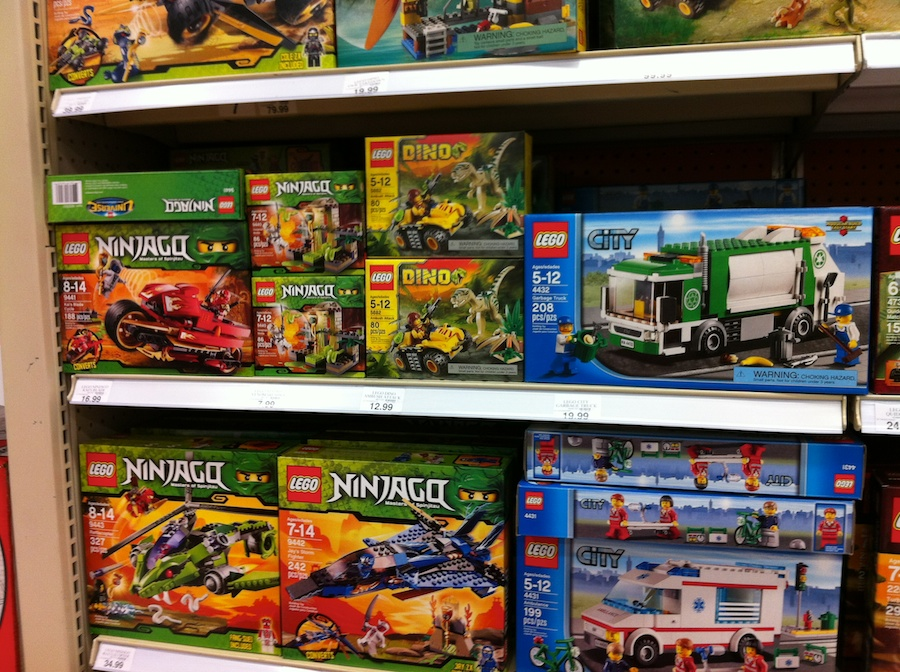 Lego Sets At Toys R Us : Lego sets hit the shelves at toys r us brick update