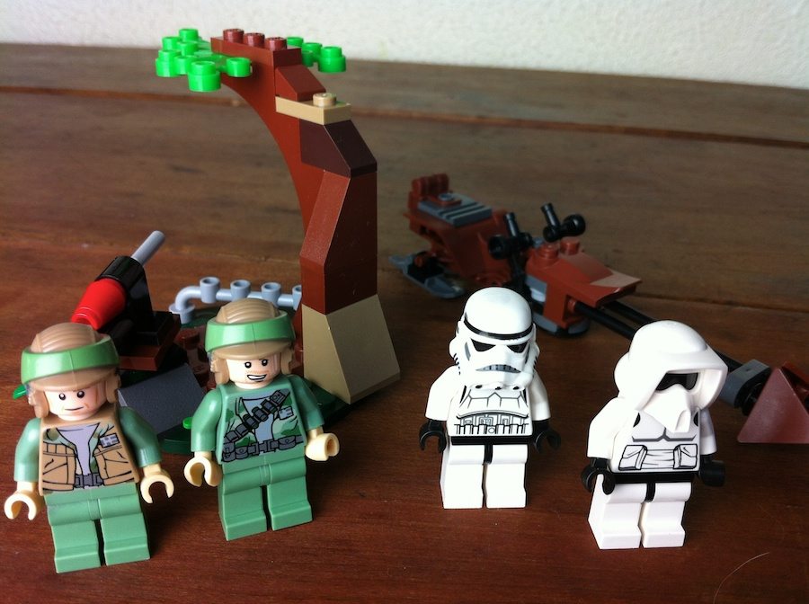 LEGO Star Wars Endor Rebel Trooper & Imperial Trooper Battle Pack