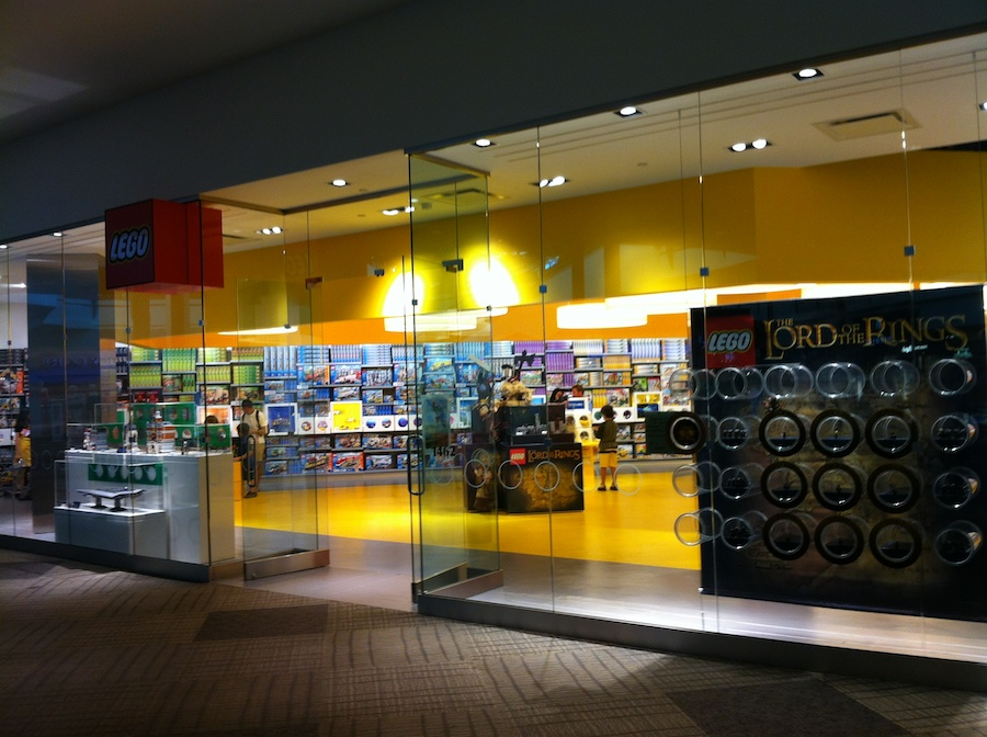 Lego store jersey gardens elizabeth new jersey brick for Lago store outlet